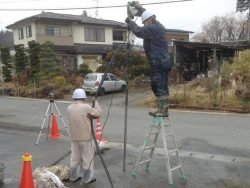 道路近くの削孔作業