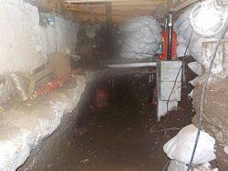 【家の傾き修正事例】愛媛県松山市 雨樋が越境している3階建て住宅の傾き修正工事