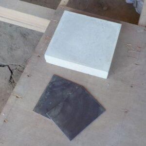 コンクリート平板と鉄板